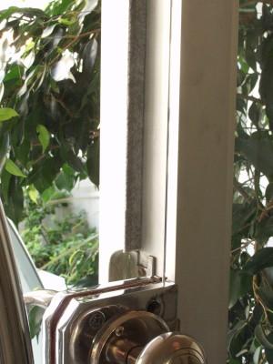Instalación de burletes en puertas